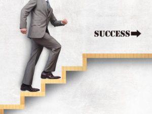 成功の階段を登る男性